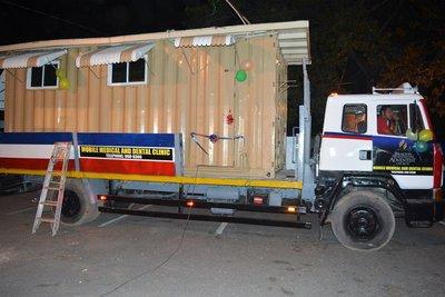 Клиниката е изградена на 6-7 м камион-контейнер
